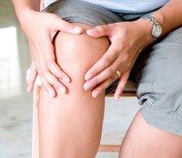 Боли и отеки в области коленного сустава